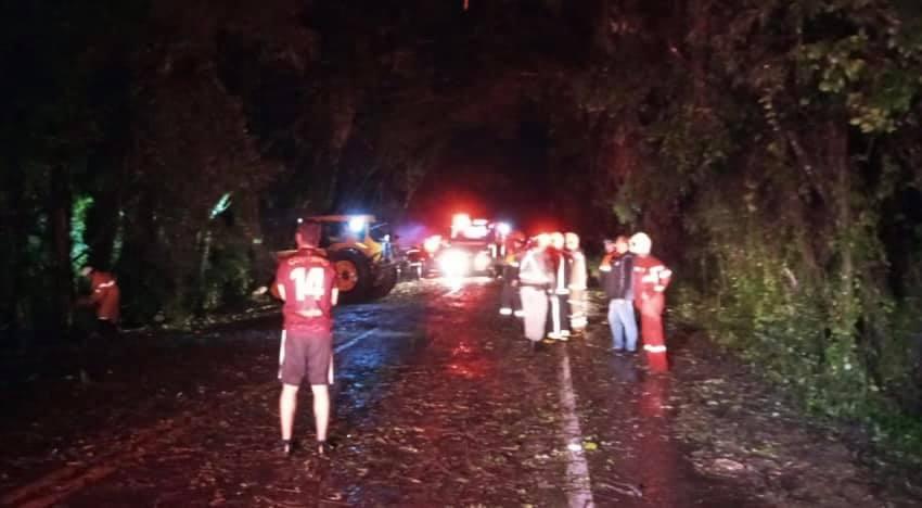 Defesa Civil e Força Voluntária atendem ocorrências causadas pela chuva